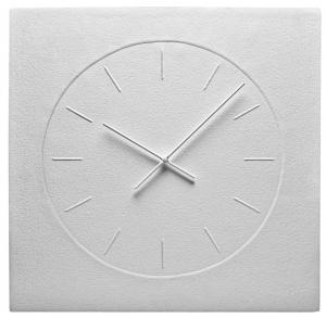Hodiny Wall Clock (Fritz Hansen), design Mia Lagerman, ruční výroba z bavlněného papíru, 48 × 48 cm, cena 7 500 Kč, WWW.STOCKIST.CZ