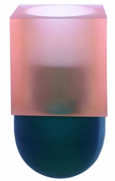 Váza Artifex (Ligne Roset), design Charlotte Juillard, ručně foukané sklo, výška 29 cm, cena 16 830 Kč, WWW.LIGNE-ROSET.CZ