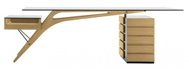 Nestárnoucí stůl Cavour (Zanotta) z dubového dřeva v přírodní nebo wengé úpravě, design Carlo Mollino