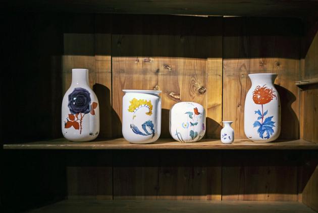 Vázy z instalace Křehký