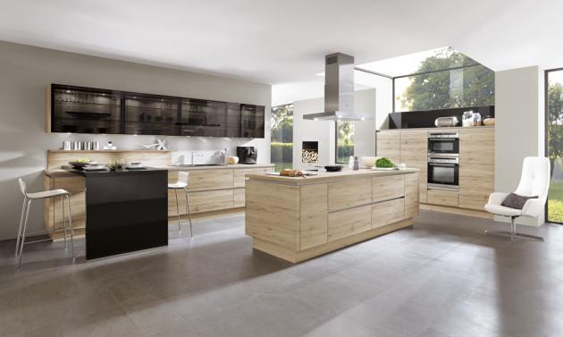 Kuchyňský koncept Rebeka, odstín dub San Remo, v nabídce celkem osm odstínů, cena od 31 800 Kč, WWW.SENESI.CZ