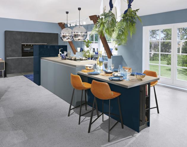 Kuchyňský koncept Ferra (Livanza Küchen), laminát, dekor Ocel Kito, doplnění sklem ESG nebo čirým či mléčným typem, cena dle kompozice na dotaz, WWW.ORESI.CZ