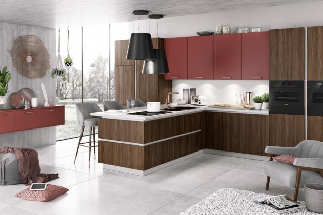 Kuchyňská sestava Porto S (Bauformat), skříňky z linie Siena, dřevěný dekor v kombinaci se skříňkami v odstínu Marsala, cena na dotaz,WWW.ORESI.CZ