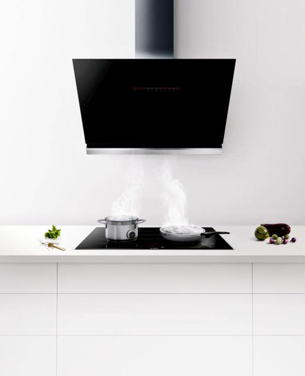 Nástěnný odsavač par DWK98PR60 (Bosch), 90 cm, černé sklo, PerfectAir senzor, dvojitý tukový filtr, cena 38 490 Kč, WWW.BOSCH-HOME.COM/CZ