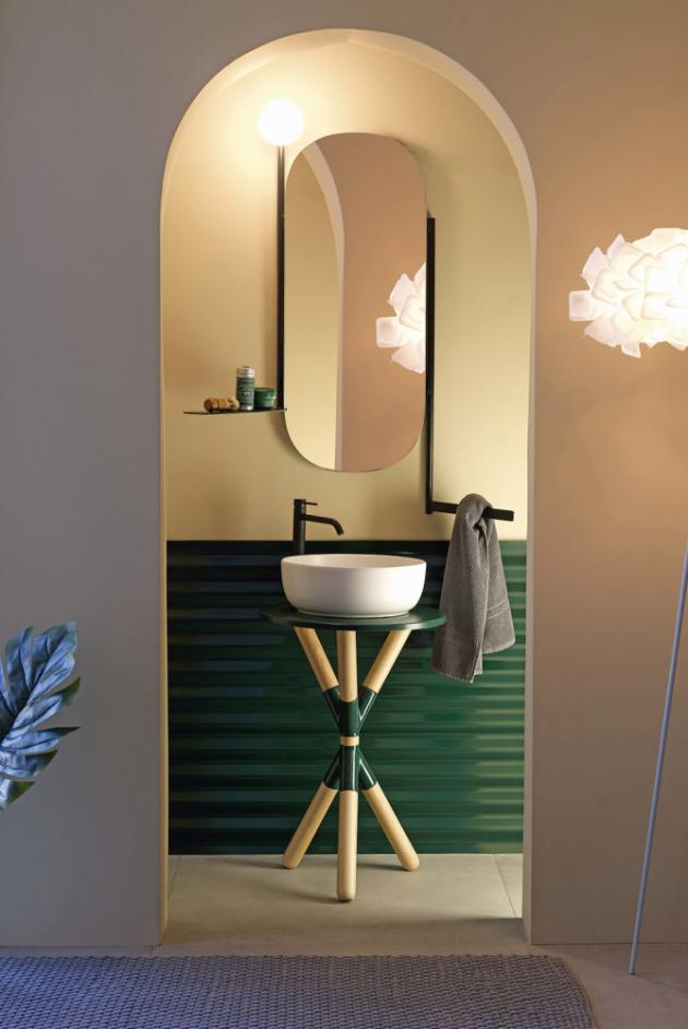 Umyvadlo z kolekce Cross (Scarabeo), dřevěný podstavec tmavý i světlý pro umístění více tvarů umyvadel, keramika ve více barvách, 52 × 72 cm, cena na dotaz, WWW.SCARABEOSRL.COM