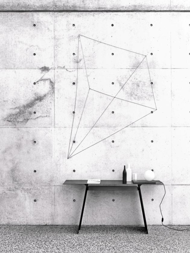 Konzolový stolek Inari (Living Divani), design Mist-o, ocelový lakovaný plech, cena na dotaz, WWW.LIVINGDIVANI. IT