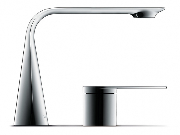 Kónicky tvarovaná dvojotvorová baterie z kolekce D.1 (Duravit) je doplněna ovládacím táhlem, zrcadlícím plochost výpustě.