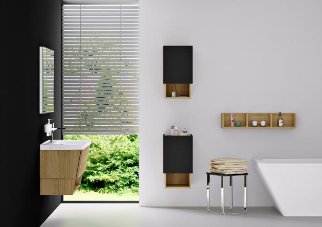 Koupelnové skříňky z řady Invence v novinkové luxusní kombinaci dubového masivu s antracitovým lakováním, cena od 13 040 Kč