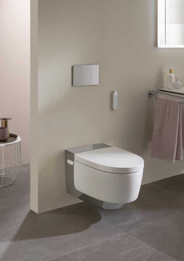 Sprchovací toaleta AquaClean Mera (Geberit), ohřev sedátka, dálkové ovládání, technologie splachování TurboFlush, cena na dotaz, WWW.GEBERIT.CZ