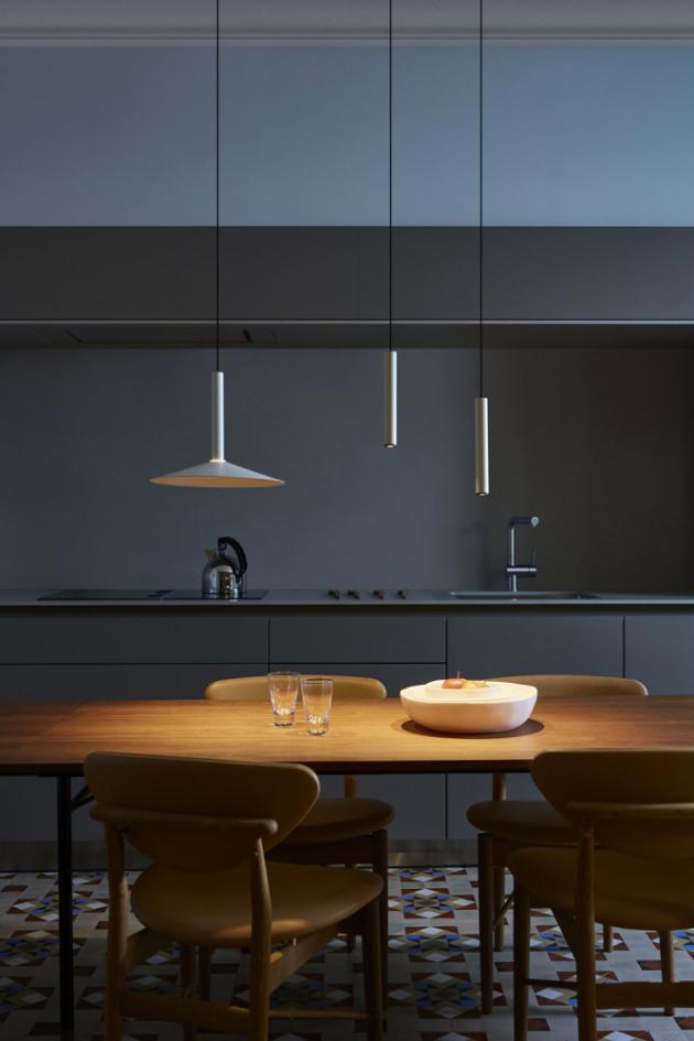Závěsné svítidlo Milana (Marset), zavěšení s protizávažím umožňuje horizontální/vertikální pohyb, více barev, cena od 7 587 kč, WWW. LIGHTWORKS. CZ