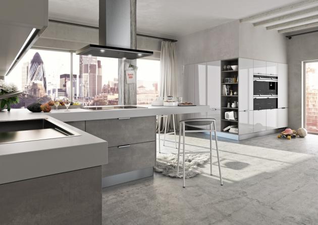 Kuchyň sestavená z modelů Kaava a Stevia (Livanza), laminát v dekoru Concrete Grey a lamino v barvě Navy lakované ve vysokém lesku, WWW.ORESI.CZ