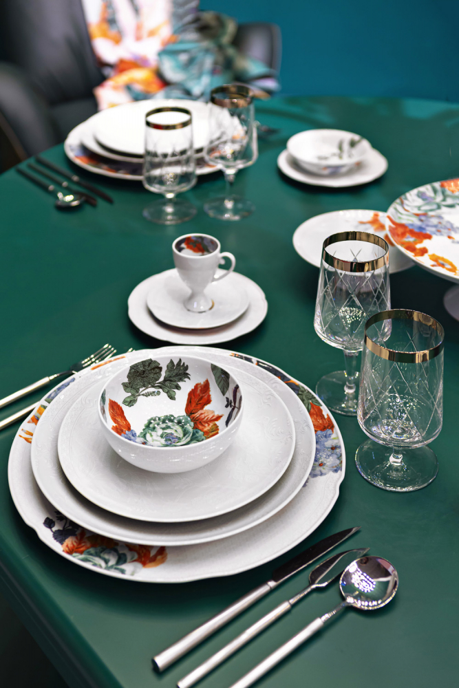 Kolekce Duality (Vista Alegre), porcelán, k dostání v prodejně Villeroy Boch, cena od 640 Kč, WWW.LUXURYTABLE.CZ