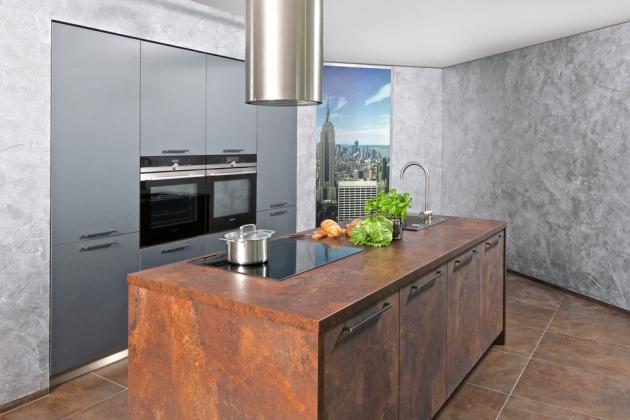 Designové kuchyně z řady Dolti Collection nabízejí povrchy, které dokonale imitují různé materiály, model Steel Art, dekor Corten se vzhledem zkorodované ocele