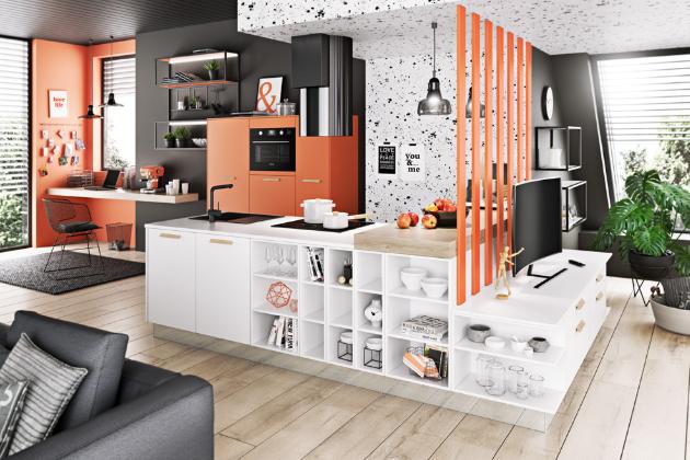 U kuchyně Livanza je velký výběr dekorů, barevných odstínů a rozmanitých povrchů v duchu nejaktuálnějších trendů, model Savana v bílém a korálovém laku