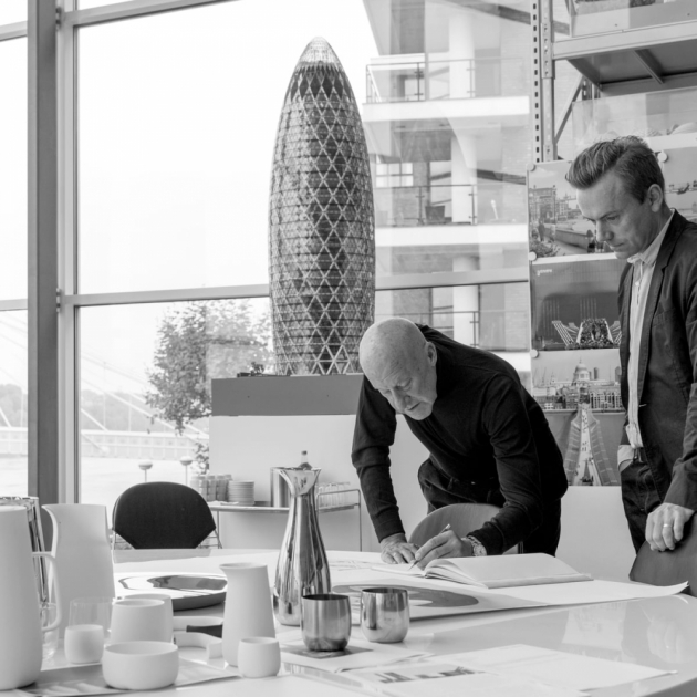 Když se slavný architekt a designér Norman Foster, autor londýnského mrakodrapu Gherkin, chopil zpracování kolekce kuchyňského náčiní, bylo jasné, že vzniká něco výjimečného.