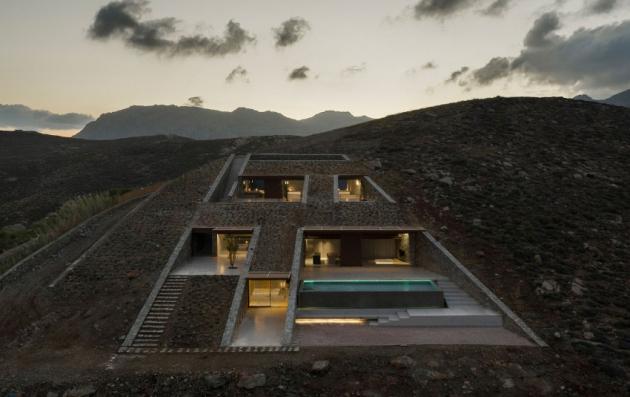 Dům NCaved se nachází na řeckém ostrově Serifos.