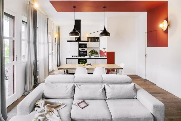 Byt o rozloze 130 m2 charakterizuje především výrazná barevnost. Architektka Francesca Melchiorrepracuje se skutečností, že barvy mají moc ovlivnit naši náladu, pocity i chování.