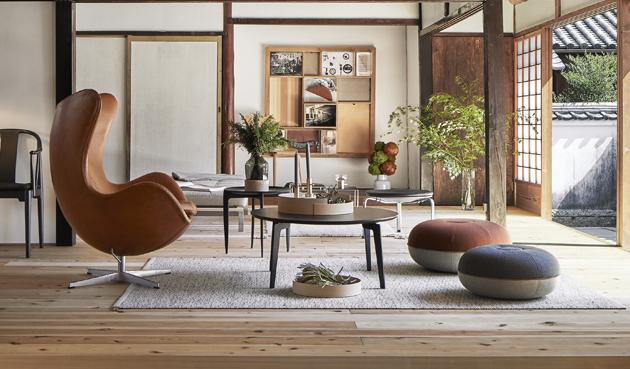 Křeslo Fritz Hansen Egg (Fritz Hansen), design Arne Jacobsen, hliník, nerezová ocel, polyuretanová pěna se skelným vláknem, textilie i kůže, cena 170 620 Kč, WWW.STOCKIST.CZ