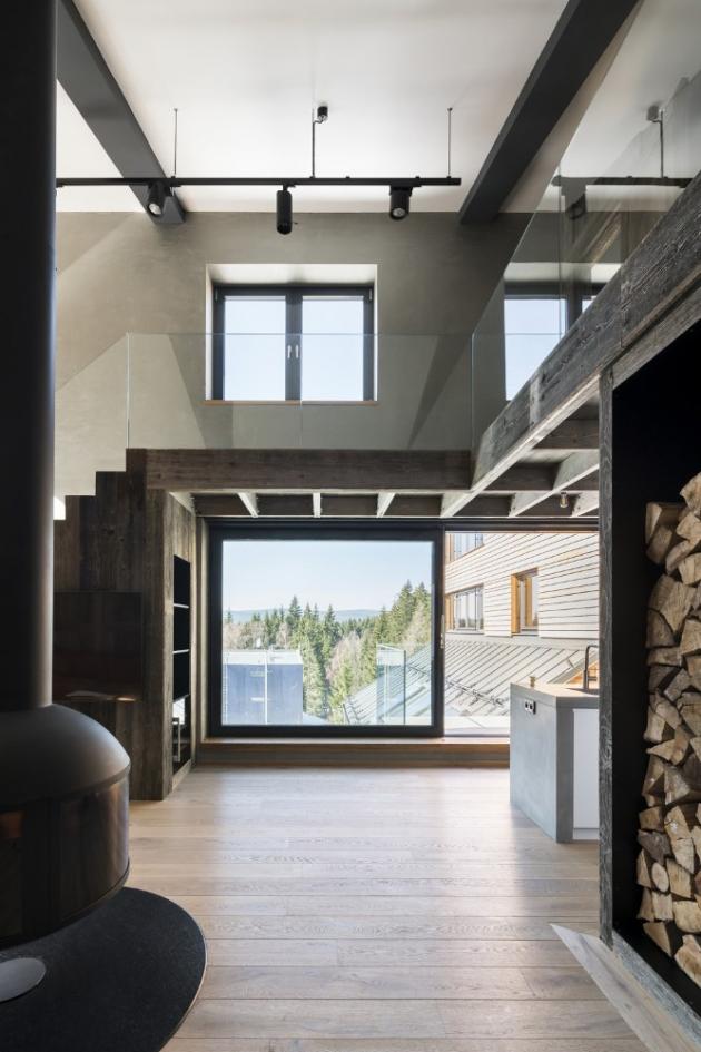 Architekt kladl důraz také na dostatek přirozeného denního světla a kvalitní umělé osvětlení, které v tomto případě zajistil dodavatel Bulb