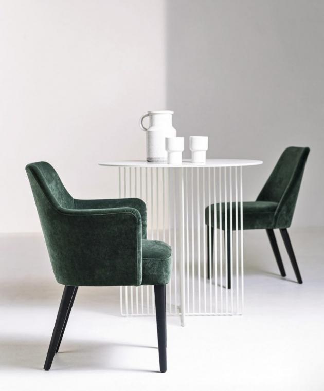 Jídelní židle Velour ve variantě s područkou i bez (La Cividina), design Antonio Rodriguez, cena od 24 503 Kč, WWW.LINO.CZ