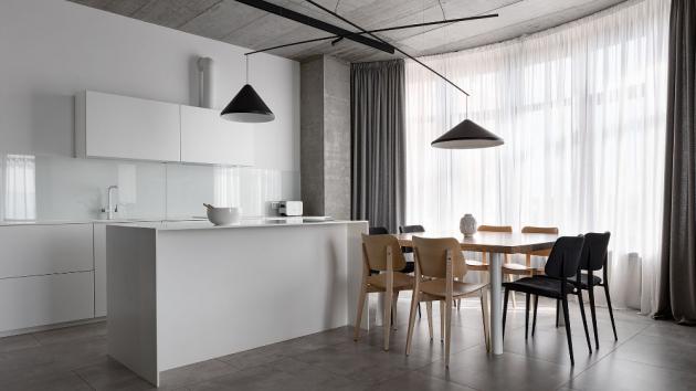 Interiér Deep Gray navrhlo ukrajinské architektonické studio Azovskiy + Pahomova pro rodinu se dvěma dětmi.