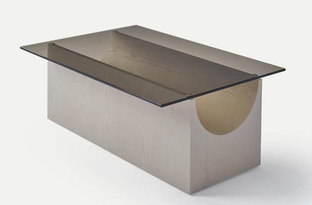 Odkládací stolky Vestige (Sancal), evokující klasické skulpturální formy, vznikly jako součást Void Matters – čistě koncepční série produktů studia Note, zkoumající tvary objektů s ohledem na pozitivní a negativní stránky hmoty. V tomto případě se autorům podařilo dosáhnout jemného vzhledu i při využití robustní konstrukce. Dostupné varianty zahrnují různé tvary, velikosti i materiály. Cena od 27 090 Kč, WWW. SANCAL. CZ