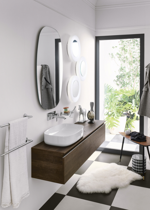 Dvě umyvadlové skříňky Perfetto (Inda), zásuvka, délka kompletu 160 cm, věrná imitace dekoru dřeva, vhodné pro umyvadla na desku, cena 38 081 Kč, WWW.DESIGNBATH.CZ