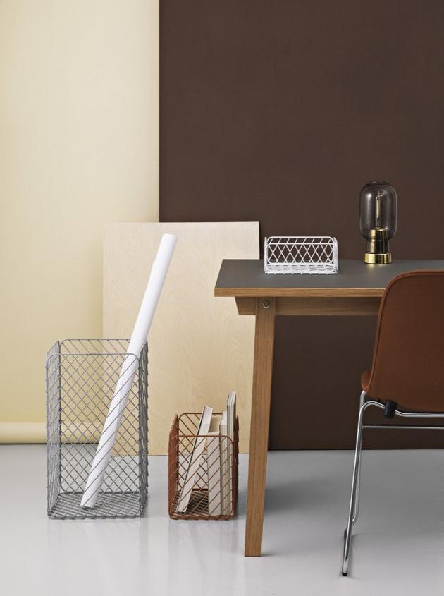 Série Track Basket (Normann Copenhagen), design Simon Legald, matně lakovaná ocel, dostupné ve více velikostech, cena 1 650 Kč za rozměr 25 × 23 × 37 cm, WWW.DESIGNVILLE.CZ