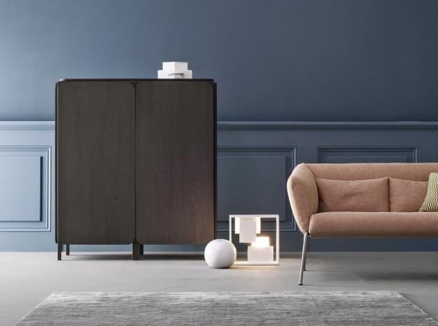 Komoda Frame (Bonaldo), design Alain Gilles, konstrukce z kovu, dřevěná dýha, 156 × 80 × 50 cm, cena 142 217 Kč, WWW.PUNTODESIGN.CZ