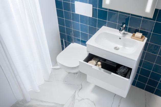 Série Deep by Jika nově nabízí kromě solitérního zaobleného nábytku také moderní pojetí koupelnového setu umyvadla s nábytkem.