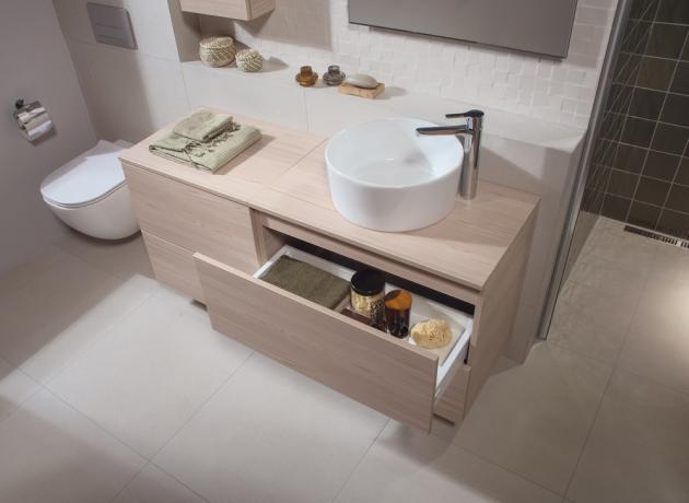 Nový nábytek skvěle doplňují stávající vysoké skříňky a střední skříňky Mio ve dvou hloubkách.
