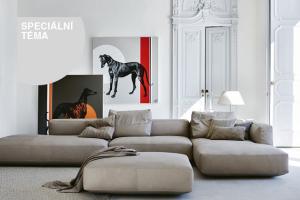 Obývací pokoj je osvědčeným zázemím pro vřelá setkání i potřebný odpočinek. Místo, kde nám může být dobře v jakoukoli denní a noční dobu.