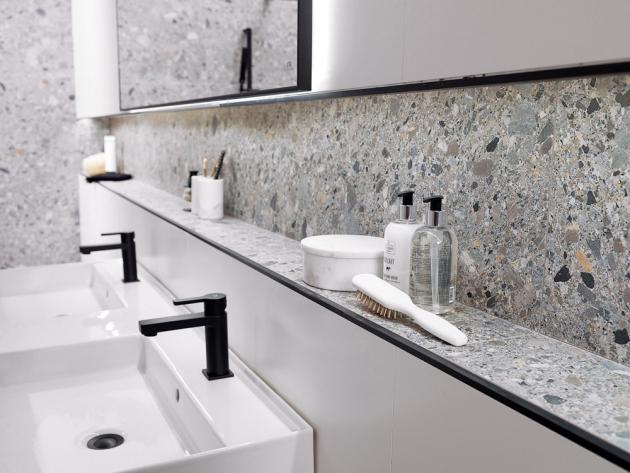 Rektifikovaný obklad z kolekce Ceppo (Porcelanosa), mat, lze použít i jako dlažbu, 80 × 80 cm, cena 2 408 Kč/m2, WWW.DESIGNBATH.CZ
