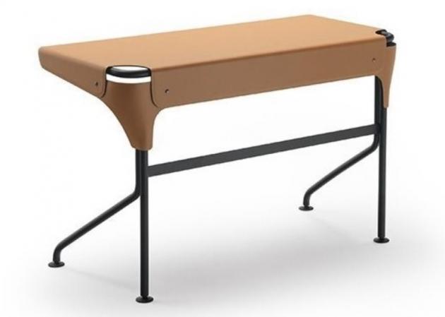 Psací stůl Tucano (Zanotta) je elegantní, nadčasový a precizně zpracovaný. Je výrazem rafinované jednoduchosti a syntézy designu.