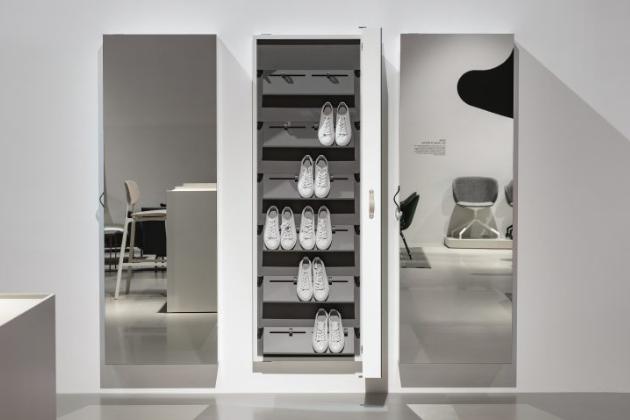 Italský designér Luciano Bertoncini je známý pro své promyšlené návrhy kousků, které jsou nejen dekorativní, ale i vysoce funkční. Skříňka Box není výjimkou. Bertoncini ji navrhl pro značku Kristalia.