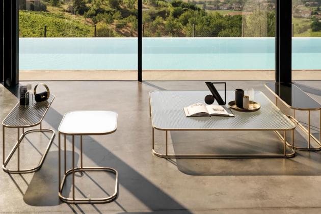 Elegantní konferenční stolek Arlon značky Désirée se zlatými odlesky