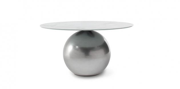 Jídelní stůl Circus, který navrhl francouzský designér Fabrice Berrux pro Bonaldo, spojuje sílu a eleganci v jednom kompaktním celku.