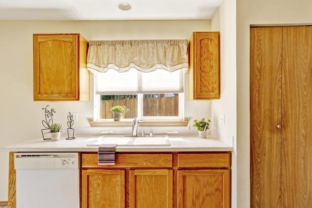 Zejména vatypických domech a bytech, které jsou vposlední době velice oblíbené, je kuchyně na míru nutným řešením. Fantazii se meze nekladou, jednotlivé články pracovní desky si naplánujte podle svých potřeb.