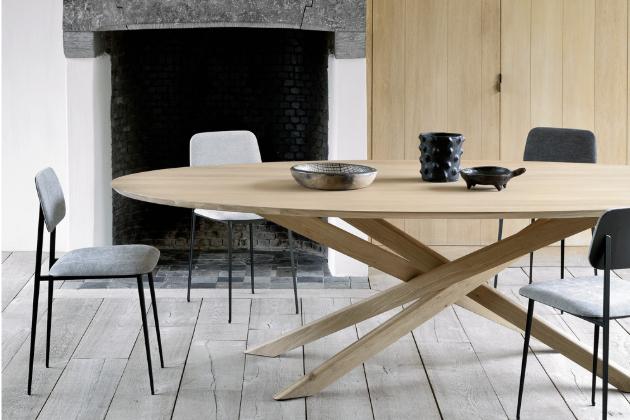 Jídelní stůl Mikado (Ethnicraft), varianta Oval Dining, dub, atypicky propletené podnoží s důrazem na symetrii, cena 75 696 Kč, WWW.STOCKIST.CZ
