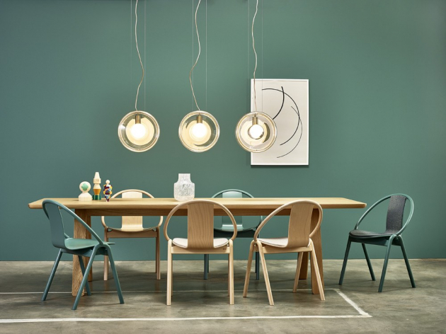 Židle Again (TON), ručně ohýbané bukové dřevo, různá barevná provedení s čalouněním i bez, cena od 7 240 Kč, WWW.TON.CZ