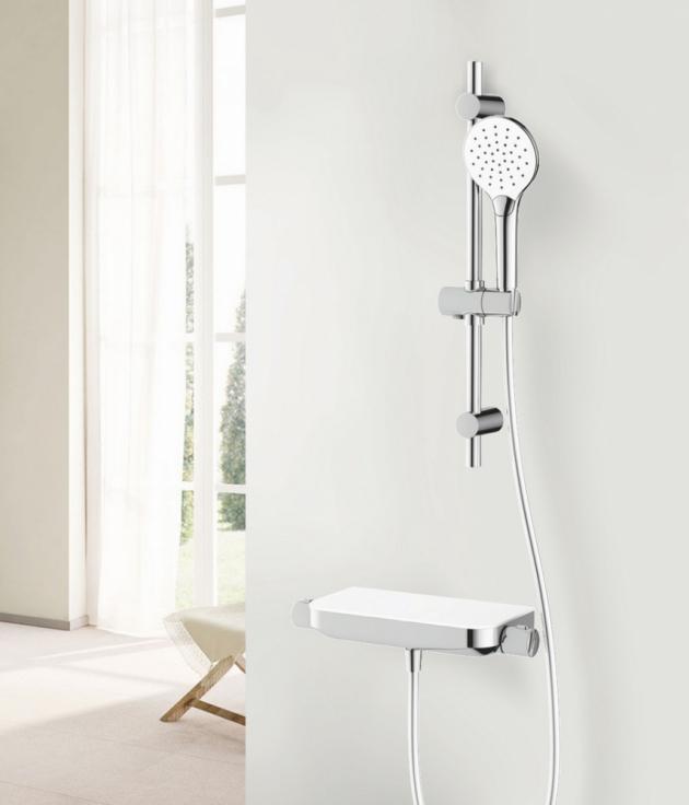 V koupelně je možné na sprchovou baterii namontovat sprchový šetřič. Jeho instalace je velmi jednoduchá. Šetřič se našroubuje na část mezi baterií a hadicí sprchy. Dodává se ve standartním nastavení, které lze kdykoli změnit.