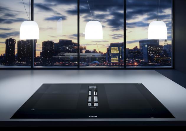 Indukční varná deska EX877LX67E (Siemens), integrovaný a plně zapuštěný odsavač par, ocenění za design, cena 78 990 Kč, WWW.SIEMENS-HOME. BSH-GROUP.CZ