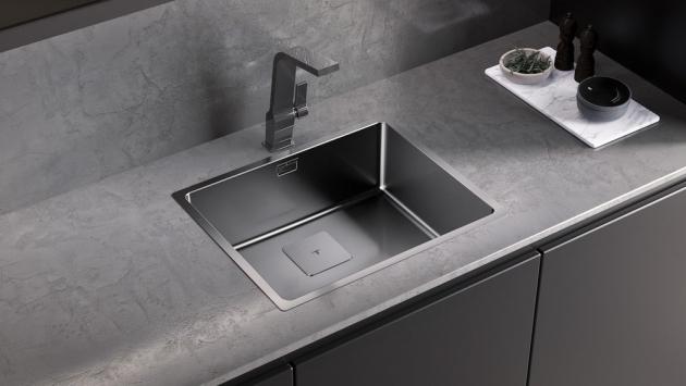 Dřez Maestro (Teka), nerezová ocel, 44 × 54 cm, možnost zabudování do roviny s deskou, cena 4 190 Kč, WWW.TEKA.CZ