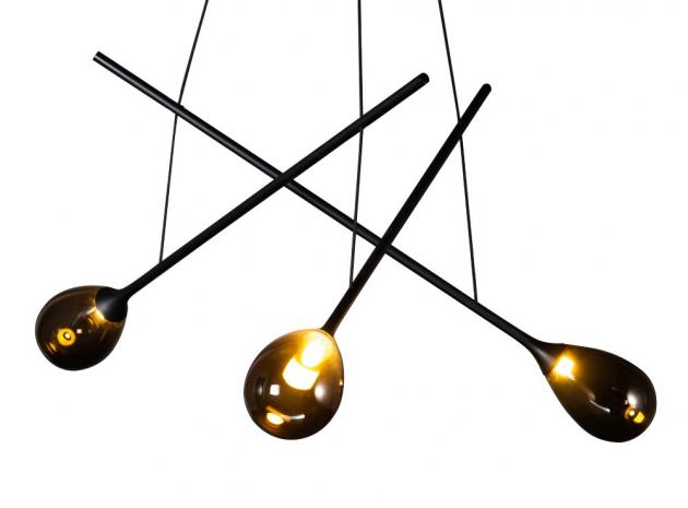 Tradiční sklářské řemeslo inspirovalo vznik osvětlení Blow (Pulpo), kopírující vzhled sklářské píšťaly s právě foukanou baňkou.