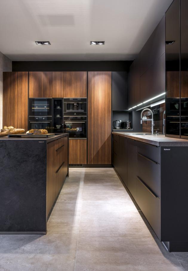 Kuchyňská sestava Trend Tosca / Xtreme Matt Black (Sykora) doplněná posuvnou skleněnou zástěnou, cena závisí na konkrétní modulaci, WWW.SYKORA.EU