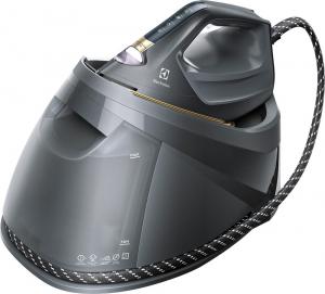 Žehlicí systém s parním generátorem Renew 800 (Electrolux), parní ráz 460 g, LED světlo pro dobrý přehled při žehlení, cena 5 999 Kč, WWW.ELECTROLUX.CZ