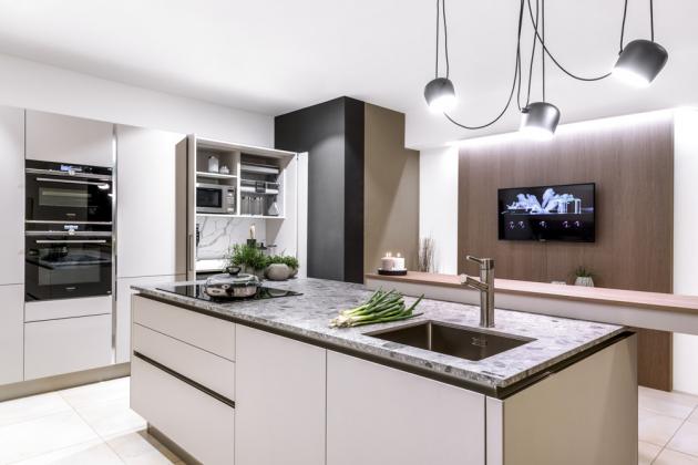 Pokud hledáte moderní a špičkovou výrobu kuchyní, zamiřte do Vizovic, kde sídlí Sykora.