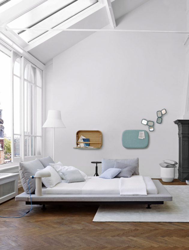 Atypická postel Peter Maly 2 (Ligne Roset), design Peter Maly, polstrovaný rám s nastavitelnými opěrnými polštáři, cena od 117 300 Kč, WWW.LIGNE-ROSET. COM