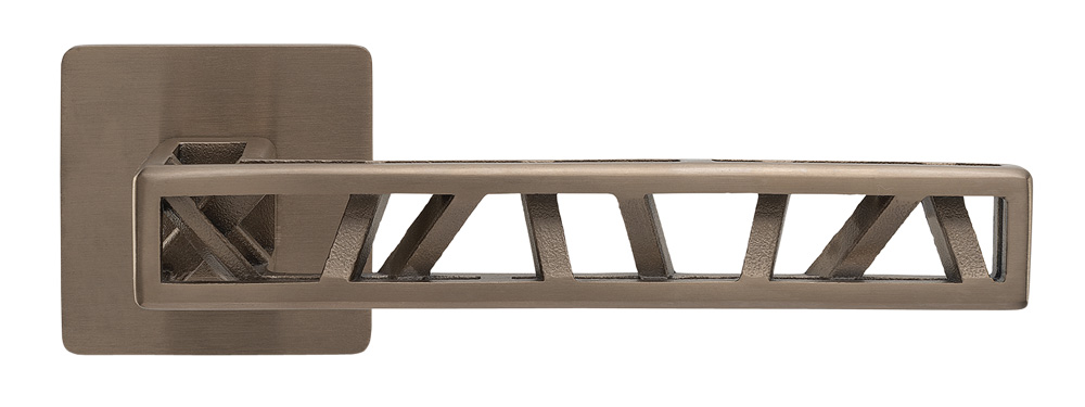 Klika Industry Squelette (MaT), design Roman Ulich, nerezová ocel s titanovou povrchovou úpravou, charakteristické vzpěry uvnitř kliky jsou vyráběny ručně, cena na dotaz, WWW.KLIKY-MT.CZ