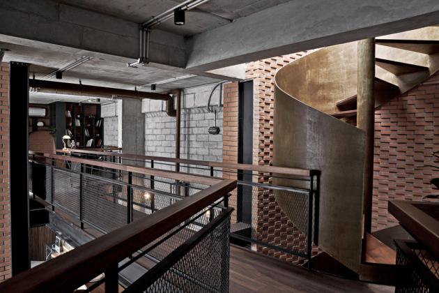 Umístění ocelového systému se ukázalo jako jedna z hlavních výzev realizace – byt se totiž nachází ve 33. patře.